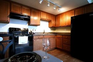 Top Floor 2 Bedroom W/ Maple Cabinets & Sleek Black Appliances