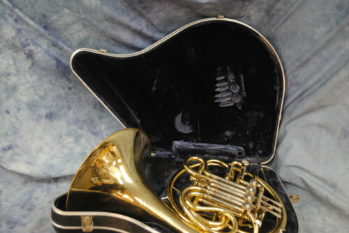 C. G. CONN FRENCH HORN HI240028 *GOOD*CONDITION*