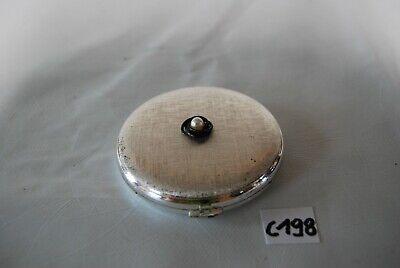 C198 Petite boite en métal travaillé - poudre pour femme