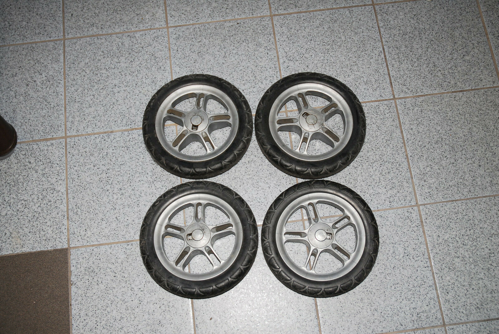Teutonia Beyou Design Schwarz Cord Kombikinderwagen