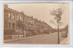 VINTAGE BLANK BACK UNKNOWN PUBLISHER POSTCARD A ROAD / STREET IN LONDON
