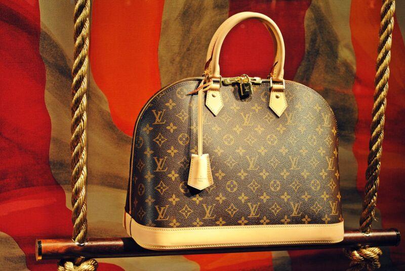 Eine klassische Louis-Vuitton mit durchgehendem Muster (O. Horbacz (CC BY 2.0))