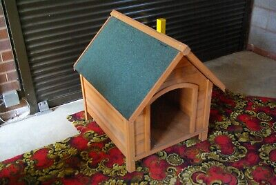 WOODEN DOG KENNEL WITH RAISED FLOOR AND FELTED ROOF