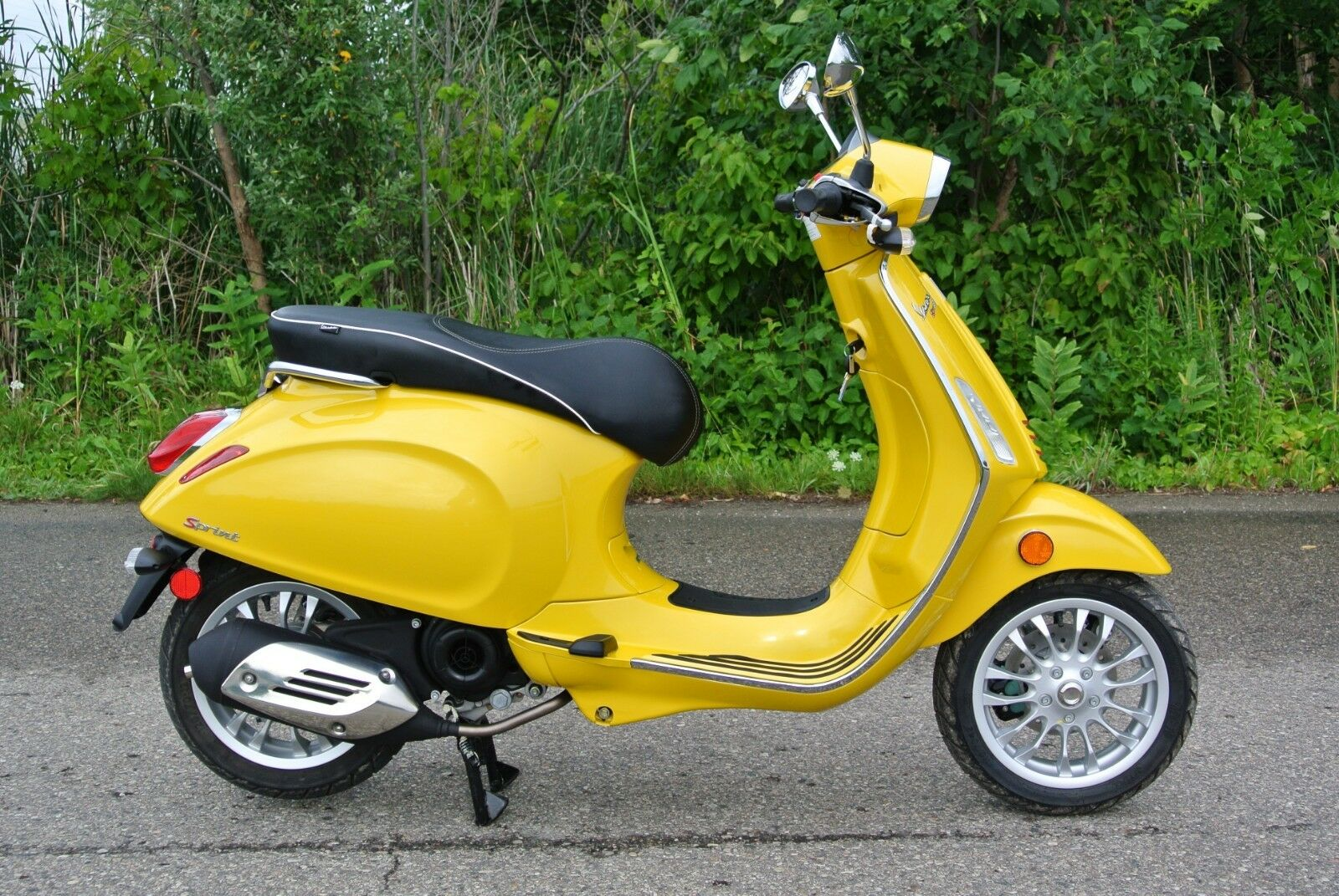 2016 Vespa Sprint 50 Yellow Edition Scooter Dealer Demo W Zero Miles