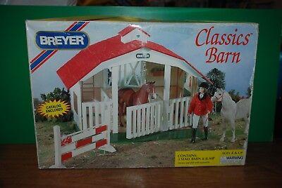 VINTAGE BREYER Classic Barn 650 with original box