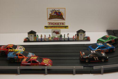Ho Scale Scenery NARROW FOOTPRINT NASCAR SPEEDPARK TICKET BOOTHS has 10 PEOPLE