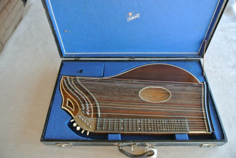 Very Nice Concert Zither in great condition w/Accessories + Case