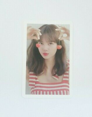"""BlackPink LISA Limited Photocard - Official """"2020 WELCOMING COLLECTION"""""""