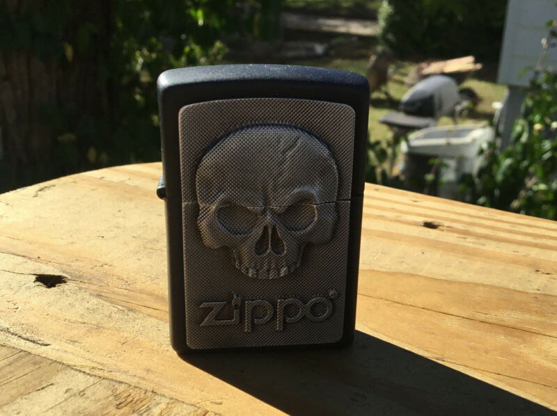 ZIPPO PHANTOM SKULL EMBLEM LIGHTER NEW IN ZIPPO BOX