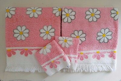 4 pc Vintage CANNON Mid Century PINK w/ White MOD Daisies Bath Towel Wash Cloth