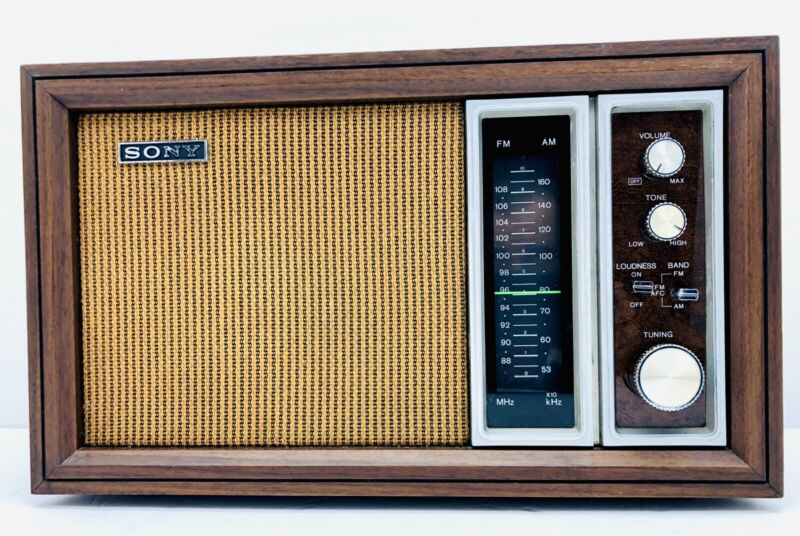 VINTAGE SONY AM/FM TABLE RADIO MODEL TFM 9450W Excellent Condition