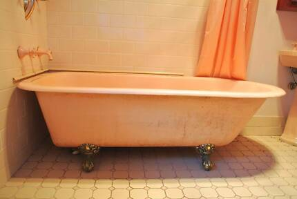 CAST IRON claw foot free-standing bath tub St Leonards Willoughby Area Preview