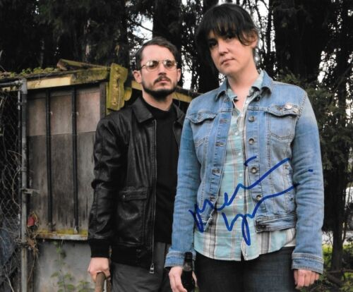 * MELANIE LYNSKEY * signed  8x10 photo * I DONT FEEL AT HOME * 2