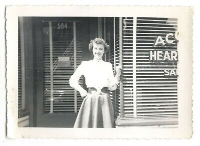 Vintage Photo Pretty Young Woman Posing In Front Of Store 1950's Found Art R36 (Young Women Stores)