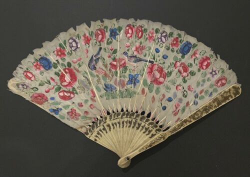 ANTIQUE CHINESE EXPORT HAND PAINTED BIRDS FLOWERS FEATHER LEAF FAN