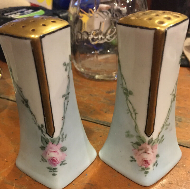 Vintage Porcelain Handpainted Roses & Gold Leaf Salt & Pepper Shakers Japan
