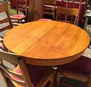 SOLID OAK ANTIQUE DINING SET