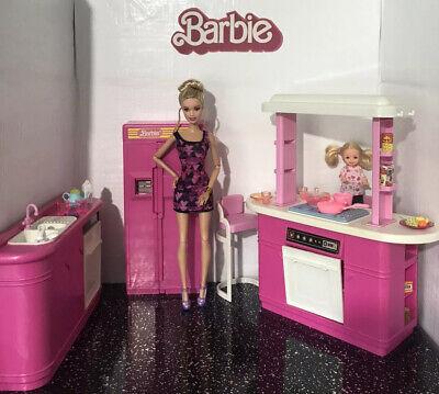 Vintage Barbie ~ Playset 💕 Pink Kitchen Plus Dolls & Accessories, Mattel 1990s