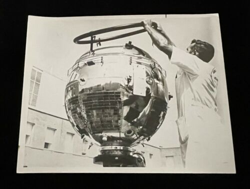 REMOVING AE-B LIFTING RING 1966 CANDID NASA SPECIAL INTEREST PHOTO