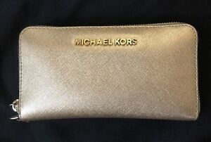 Jet set Michael Kors wallet