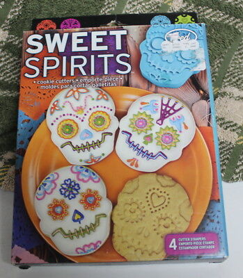 Creepy Halloween Cookies (NEW Sweet Spirits Skull Cookie Cutters Day of the Dead Mexico creepy cute)