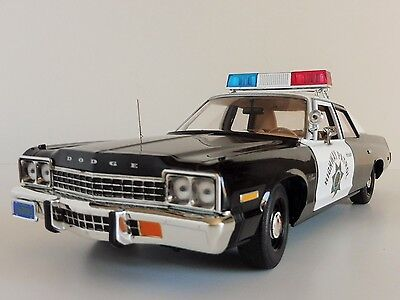 CHIPs Dodge Monaco POLICE Pursuit 1975 1/18 AWSS112 Auto World California Patrol