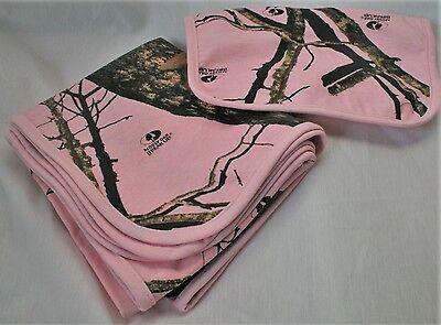 Pink Camo Bib (MOSSY OAK PINK CAMO CAMOUFLAGE INFANT BABY BLANKET & BIB SET )