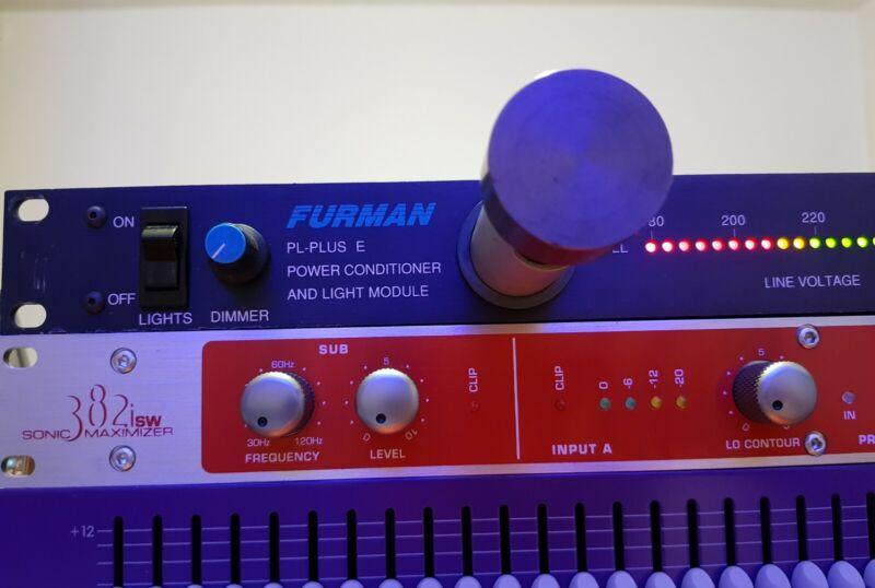 Furman PL PLUS E - Power Conditioner & Rack Light Module 240volts