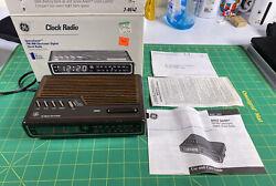 Vintage GE General Electric SpaceSaver Digital Alarm Clock Radio 7-4612 AM/FM