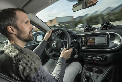 MOTOR-TALK Redakteur Heiko Dilk am Steuer des Smart Forfour Electric Drive
