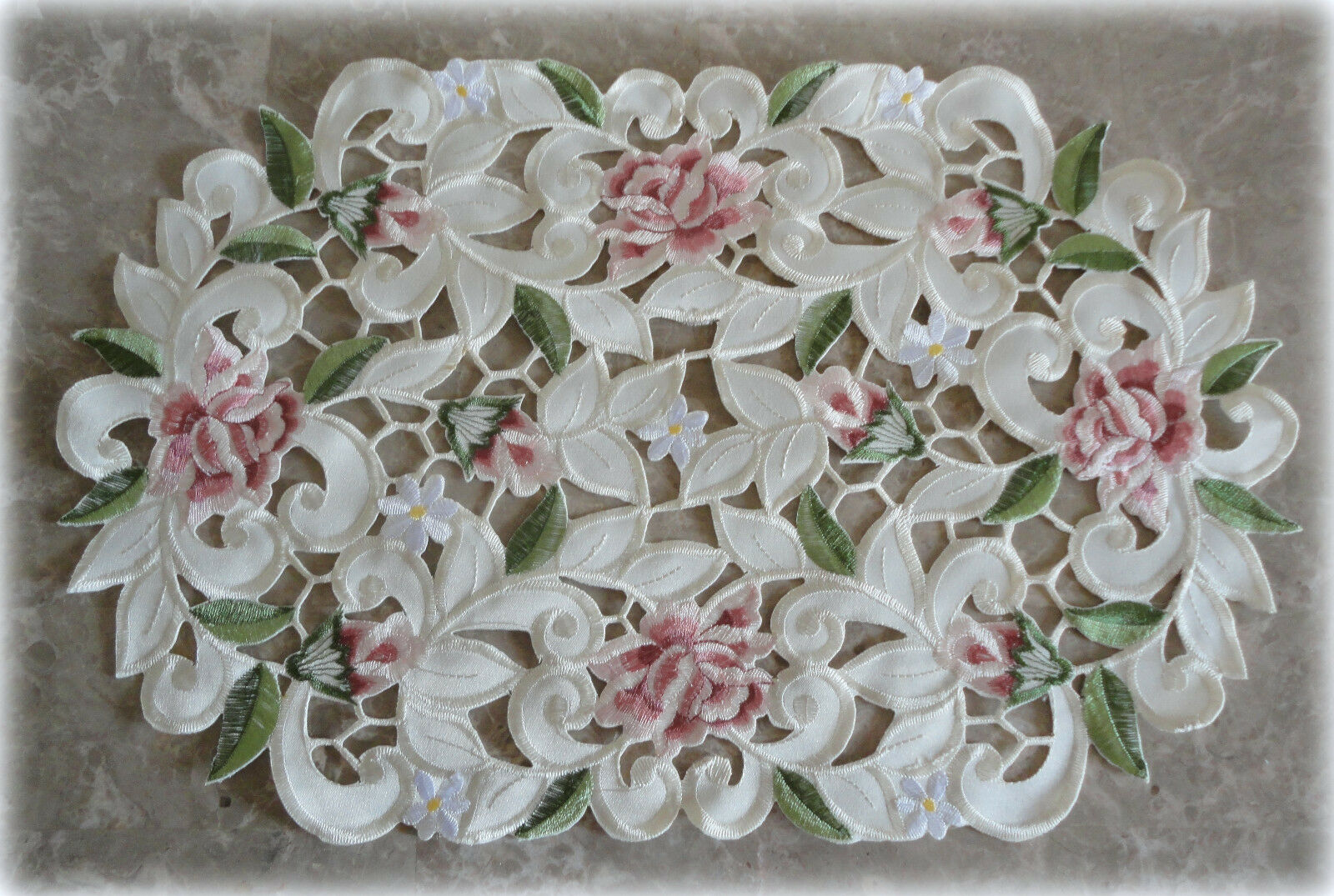"""Royal Rose Lace  Doily Flower Floral  15/"""" Round  Roses"""