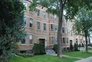 FULLFULLY FURNISHED, WESTMOUNT, 3BEDROOMS, JULY 1st