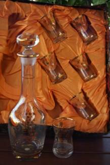 Vintage ROMANIAN GLASS Wine DECANTER & 6 GLASSES Set gold trim Evanston Park Gawler Area Preview