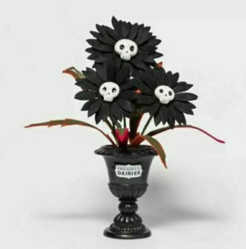 2021 Ghoulish Garden Dreadful Daisies Faux Plant Halloween Skulls Hyde & Eek
