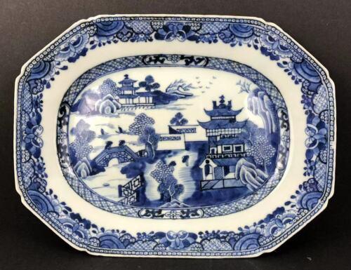 Chinese B&W Cut Corners Long Octagonal Platter Qianlong (1736—1796) (乾隆青花倭角长八方盘)