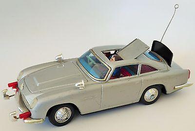 1965 GILBERT JAMES BOND 007 ASTON MARTIN ORIGINAL TIN BATTERY OPERATED TOY CAR
