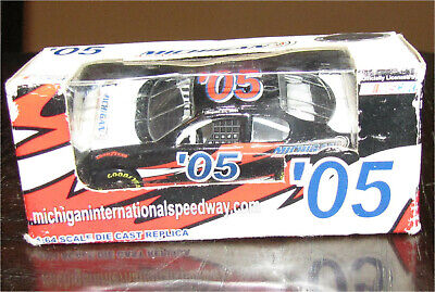 NASCAR 2005 michigan international speedway collectable diecast race car 1.46 GM ()
