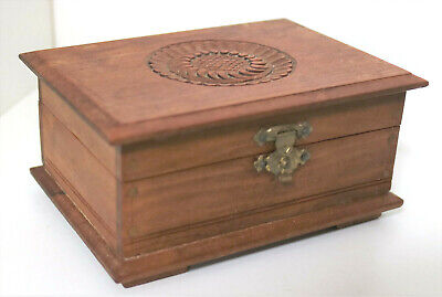 VINTAGE HAND MADE CARVED WOODEN LIDDED BOX ANTIQUE TRINKET JEWELLERY CHEST 10