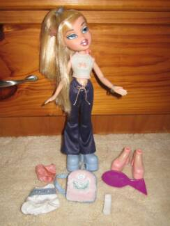BRATZ: Flaunt It Cloe! (2002) Deception Bay Caboolture Area Preview