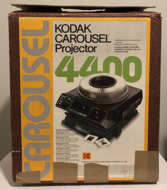 KODAK CAROUSEL SLIDE PROJECTOR 4400 W/ REMOTE, TRAY, ZOOM LENS IN ORIGINAL BOX