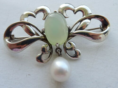 Art Nouveau Chalcedony Silver Hearts and Teardrop Pearl Sweetheart Brooch