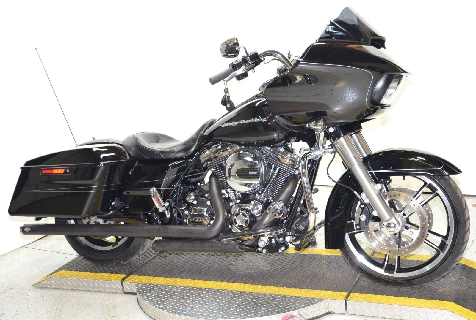 2016 Vivid Black Harley Davidson Road Glide Special FLTRXS Duals Only 2703 Miles