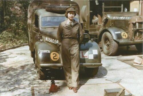 WW II Great Britain  Photo   ... Queen Elizabeth - Mechanic