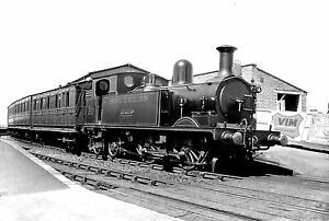 Isle-of-Wight-Railways-8-different-Sets-of-10-6x4-Black-White-prints
