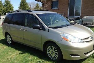 2007 Toyota Sienna LE 8-seater