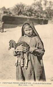 carte postale afrique egypte petite fille arabe portant un agneau ebay. Black Bedroom Furniture Sets. Home Design Ideas