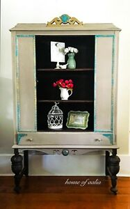 China cabinet/linen cabinet/bookcase