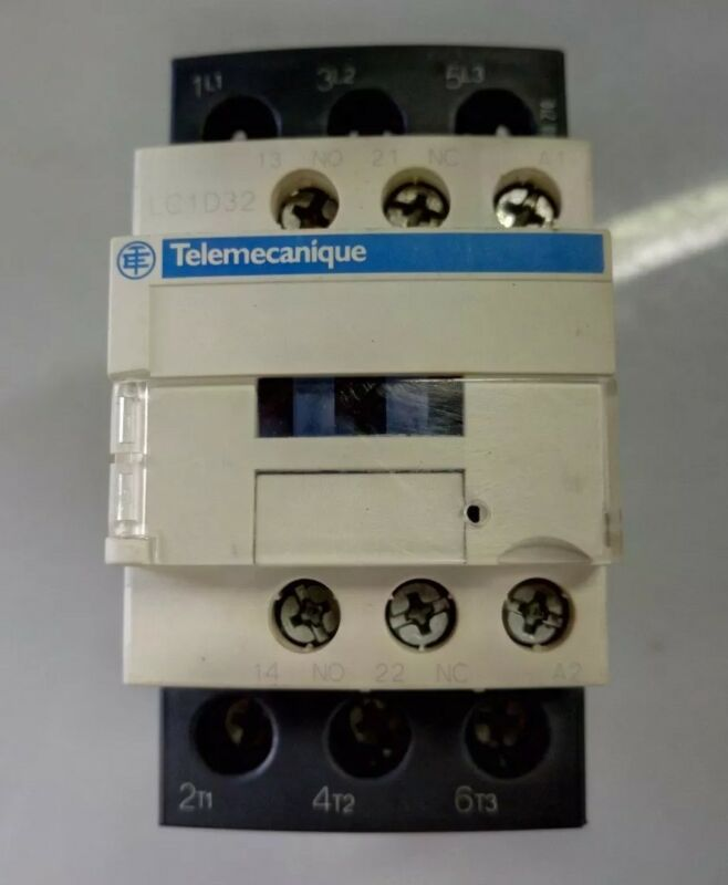 Schneider/Telemecanique #(LCI D32...C) THREE POLE 24V COIL ELECTRIC CONTACTOR.