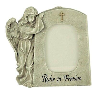 Grabschmuck Engel neben Trauerstein mit Foto Fenster Aufschrift Ruhe in Frieden