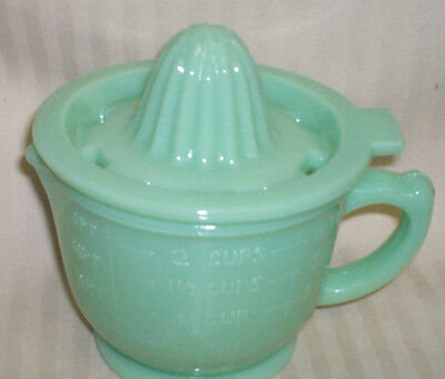 VINTAGE LOOK JADITE GLASS  MEASURING CUP AND JUICER / 2 CUP SIZE